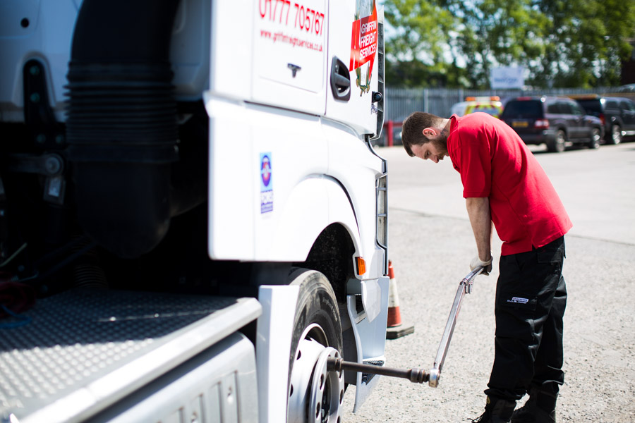 rely on kingsway tyres with 24/7 breakdown cover