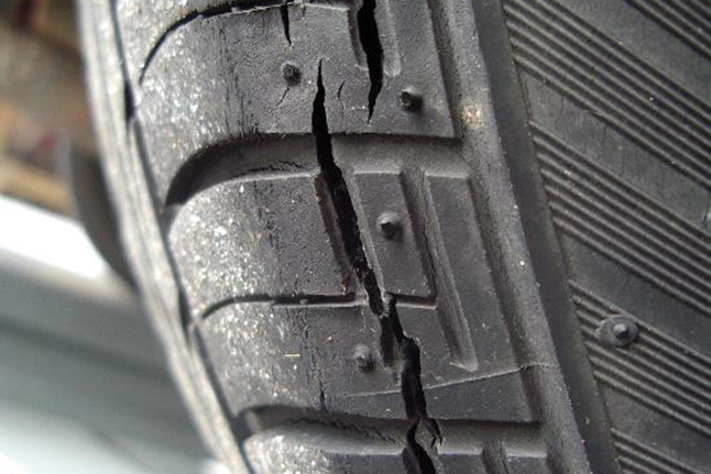 cracked tyres get kingsway tyres fitted